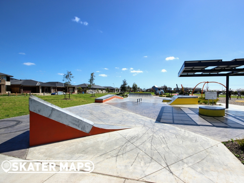 Quarters Skatepark Avonbury Circuit, Cranbourne West VIC 1